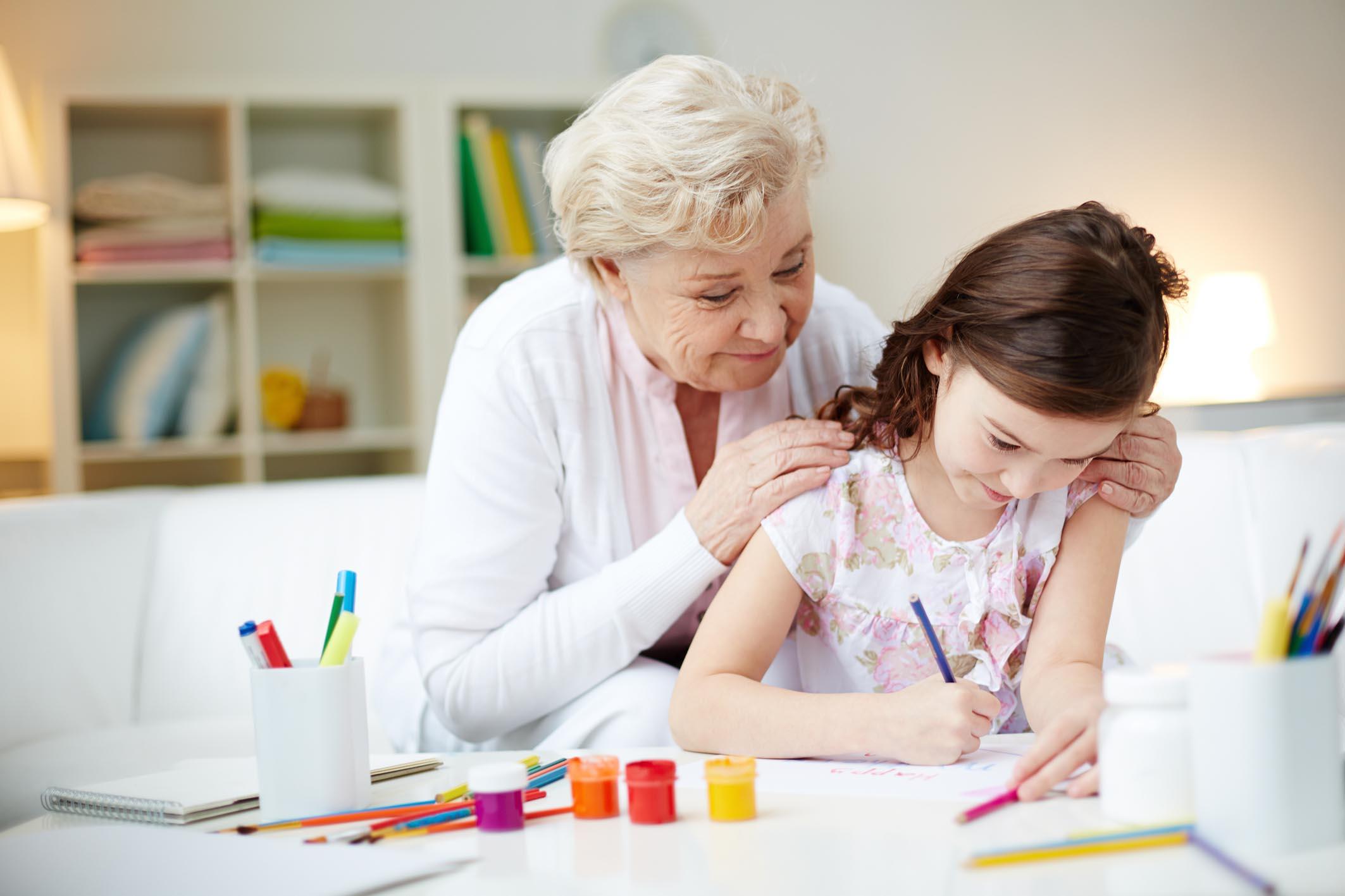 Avó de passar tempo com sua neta